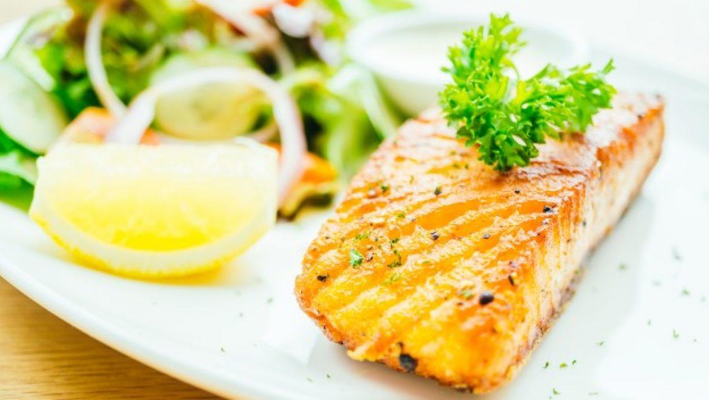 טעים ובריא – מגשי אירוח של דגים וגבינות